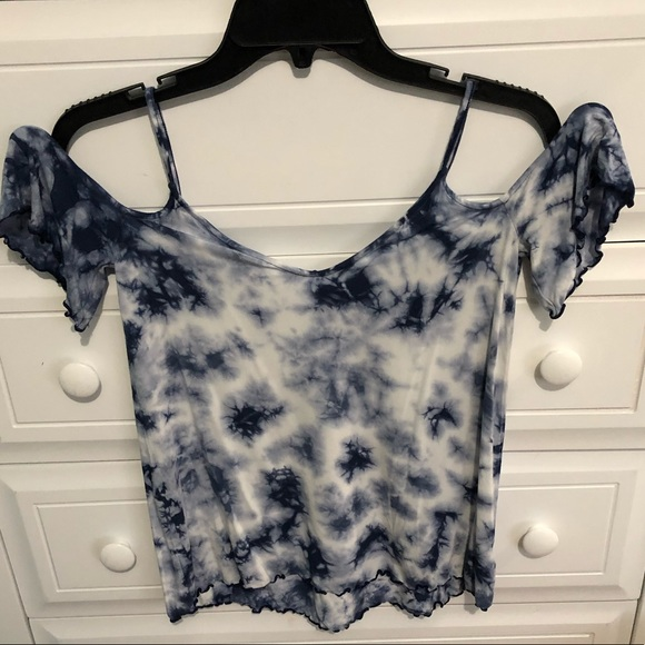 American Eagle Outfitters Tops - Cold shoulder short sleeve
